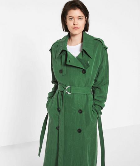 Mantel mit großen Knöpfen