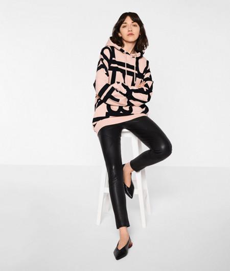 Sweater mit Kapuze
