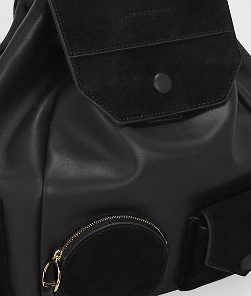 Rucksack im Ledermix und kleinen Taschen