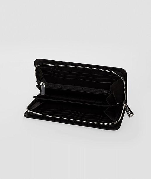 Portemonnaie aus Lackleder mit silberfarbenen Details