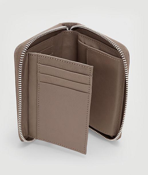 Portemonnaie mit Nietenbesatz