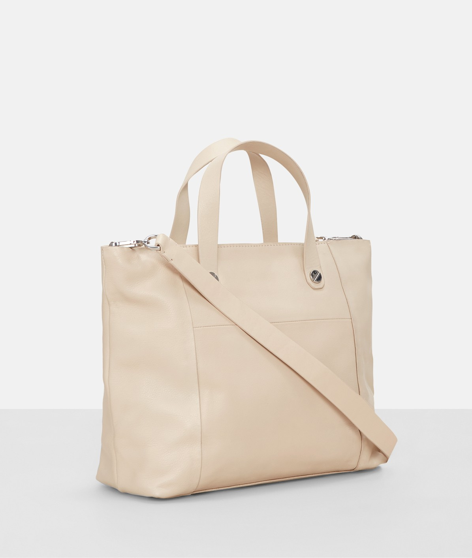 Handtasche mit Metallnieten