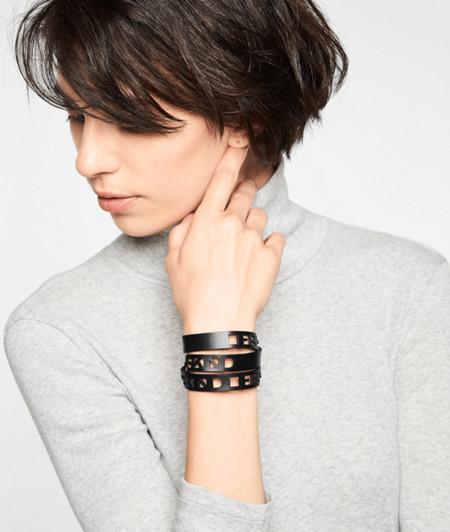 Armband mit Label-Cutouts