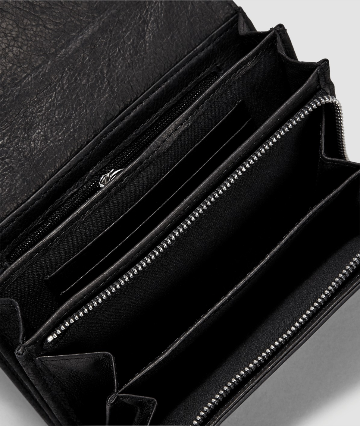 Purse with a patent leather detail from liebeskind
