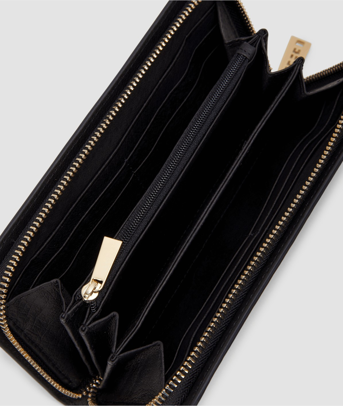 Patent purse from liebeskind