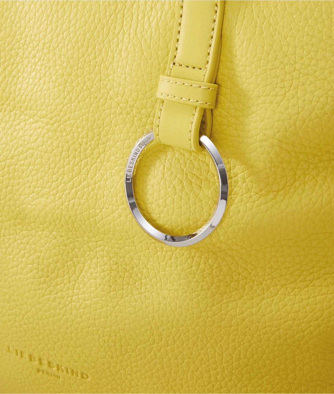 Schultertasche mit Ringdetails