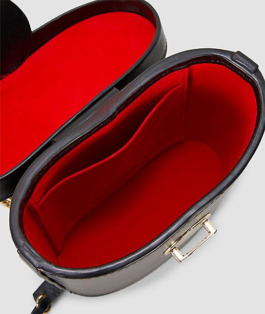 Schultertasche mit Tragekette