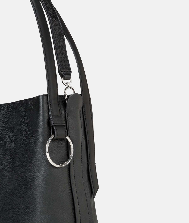 Hobo Bag mit Metallringen