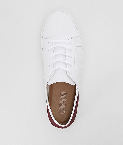 Sneaker mit elastischem Einsatz